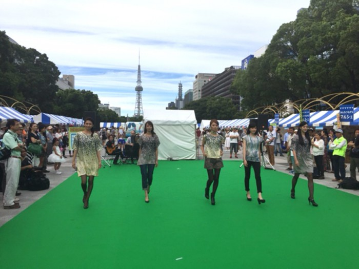150920JID03エシカルファッションショー モデル©セントラルジャパン 衣装©ピープルツリー