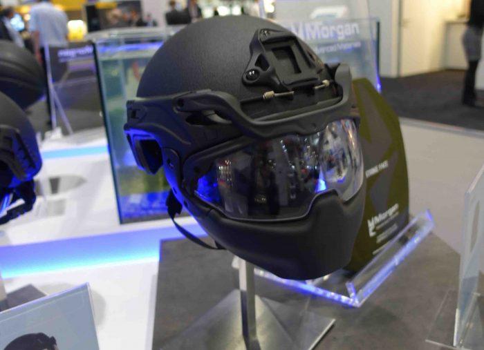 ①英モーガン社のフルフェイス型ヘルメット