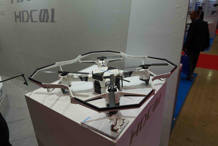 ヒロボーがデンソーと開発したドローン、HDC01。防衛省よりも純粋に民間で開発された無人機の方が能力が高く、信頼性も高い。