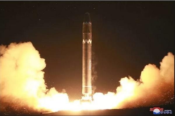 北朝鮮の弾道ミサイル 火星15号