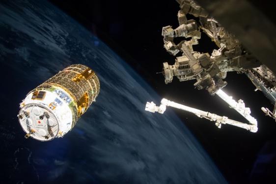 写真)ISSに接近する「こうのとり」6号機